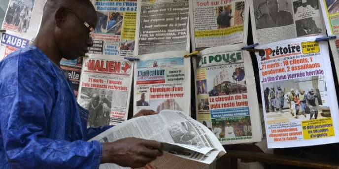 Chez un marchand de journaux à Bamako, au Mali, en 2015.