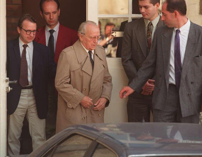 Paul Touvier, condamné en 1946 et 1947 pour« intelligence avec l'ennemi», comparaît ici en 1993 pour crimes contre l'humanité.