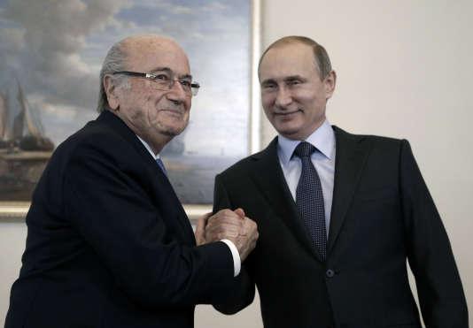Sepp Blatter et Vladimir Poutine, à Saint-Pétersbourg, le 25 juillet 2015.