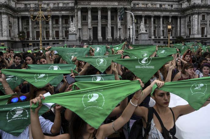 Lors d'une manifestation pour la légalisation de l'avortement en Argentine, à Buenos Aires, le 19 février.