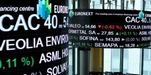A picture taken with a zoom effect shows the CAC 40 amongst stock tickers displayed at the headquarters of the Pan-European stock exchange Euronext in La Defense district, near Paris, on April 27, 2018. / AFP PHOTO / ERIC PIERMONT