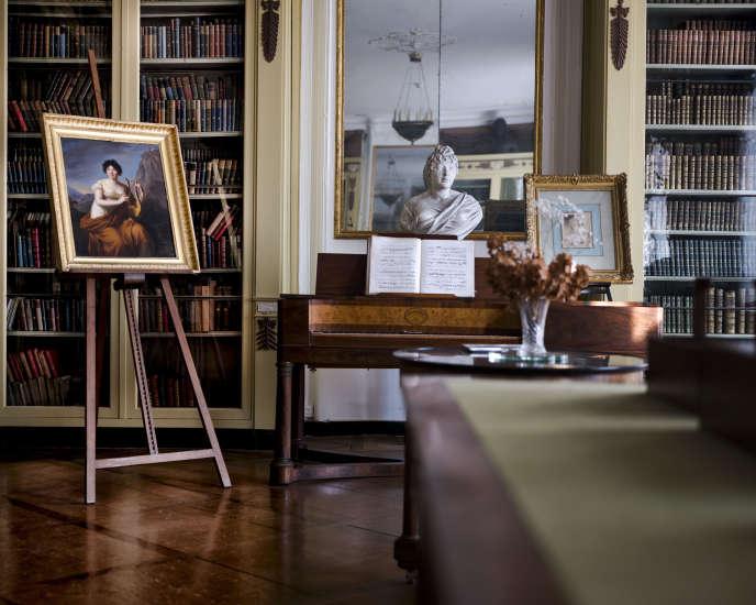 Peinture et buste de madame de Staël, dans un salon du musée du château de Coppet, en novembre 2017.