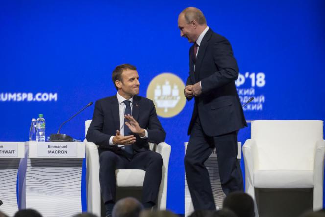 Vladimir Poutine et Emmanuel Macron au Forum économique international de Saint-Pétersbourg, en Russie, le 25 mai.