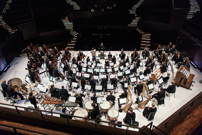 L'Orchestre philharmonique d'Helsinki.