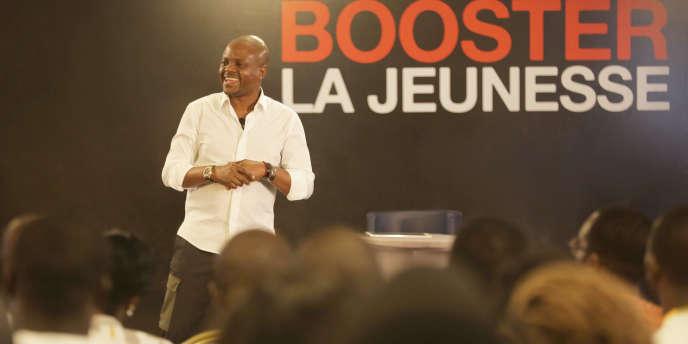 Fabrice Sawegnon lors d'une rencontre avec de jeunes Ivoiriens, à Abidjan, le 25février 2018.