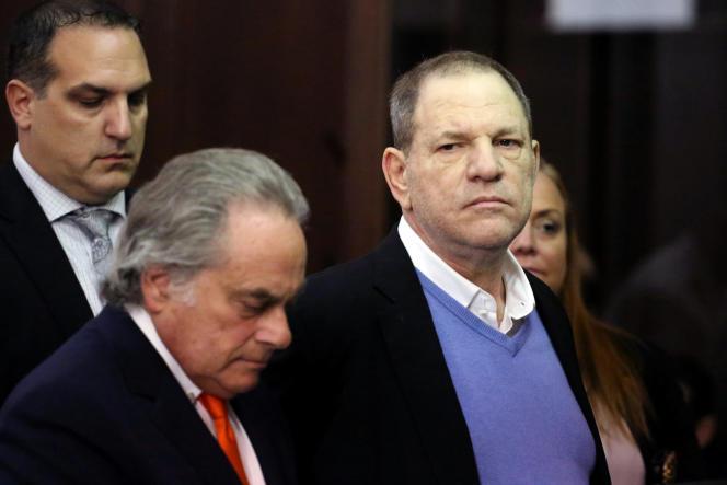 Harvey Weinstein et son avocat Benjamin Brafman (à gauche) lors de sa comparution devant la Cour criminelle de Manhattan (New York), le 25 mai.
