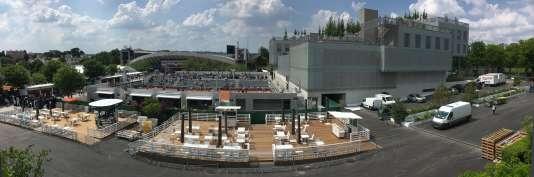 Vue panoramique des nouveaux courts n°7 et n°9 et du village (bâtiment à droite), entre les courts Philippe-Chatrier et Suzanne-Lenglen (au fond), mardi 22 mai.
