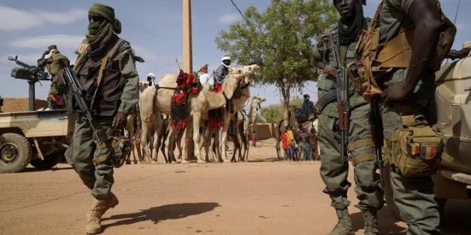 Des soldats maliens patrouillent à Menaka, au Mali, le 9mai 2018.
