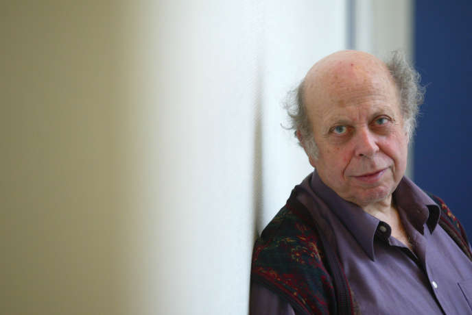 Pierre Hassner, directeur de recherches au Centre d'études et de recherches internationales, à Paris en février 2003.