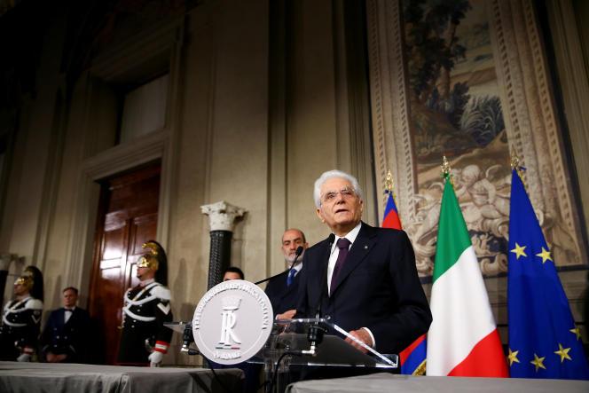 Le président de la République, Sergio Mattarella, après sa rencontre avec Giuseppe Conte, dimanche 27 mai.