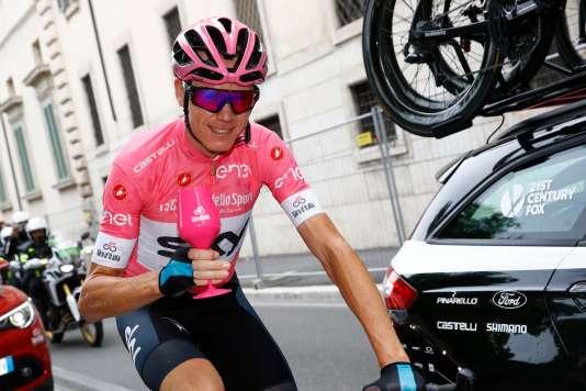 Christopher Froome s'est offert une petite coupe pour fêter son succès sur le Giro.