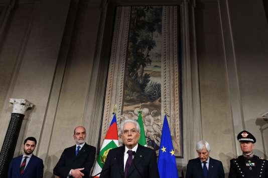 Le président de la République italienne, Sergio Mattarella, annonce ne pas apporter son soutien au gouvernement de coalition porté par Giuseppe Conte, depuis le palais du Quirinal, à Rome,le 27 mai 2018.
