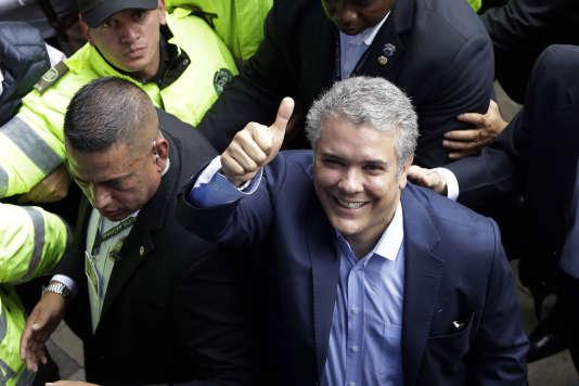 Le candidat de droite, Ivan Duque, en tête du premier tour de l'élection présidentielle colombienne, à Bogota, le 27mai.