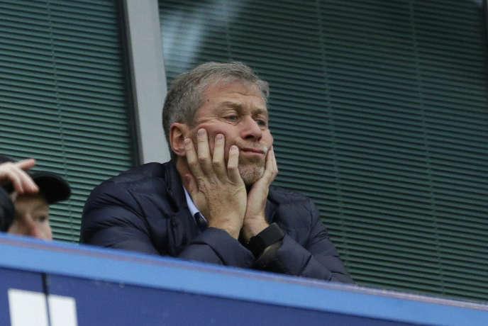 Le propriétaire du club de Chelsea, Roman Abramovich, lors d'un match au Stamford Bridge Stadium de Londres.