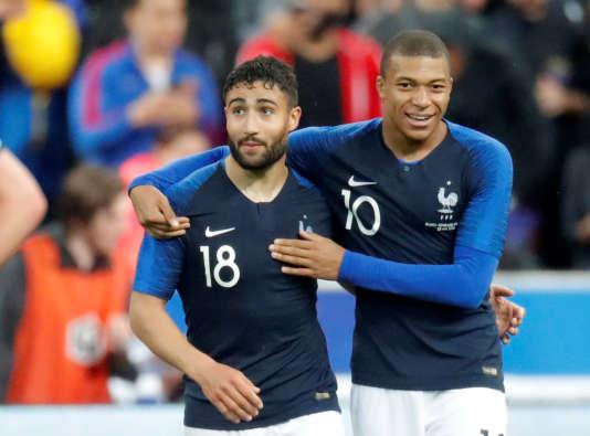Nabil Fekir et Kylian Mbappé, le 28 mai au Stade de France contre l'Irlande.