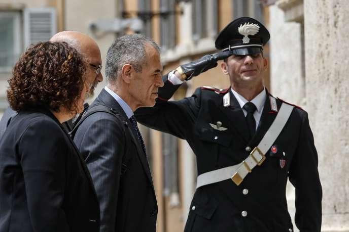 Carlo Cottarelli, lors de son arrivée à la Chambre basse du Parlement, à Rome, le 28 mai.