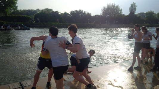 Des étudiants d'Oxford, lors de la compétition d'aviron organisée par l'université britannique depuis plus de deux cents ans.