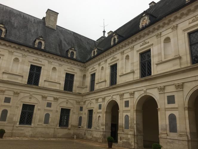 Le« cortile», la cour intérieure, en pierre blanche de Bourgogne.