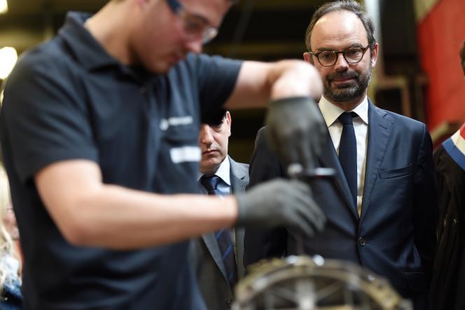 Le premier ministre, Edouard Philippe, en visite dans un centre d'apprentissage, à Mulhouse, le 23 mars.