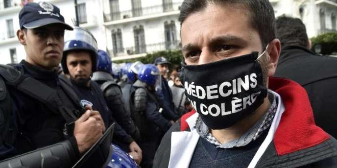 Lors d'une manifestation de médecins résidents à Alger, le 12février 2018.