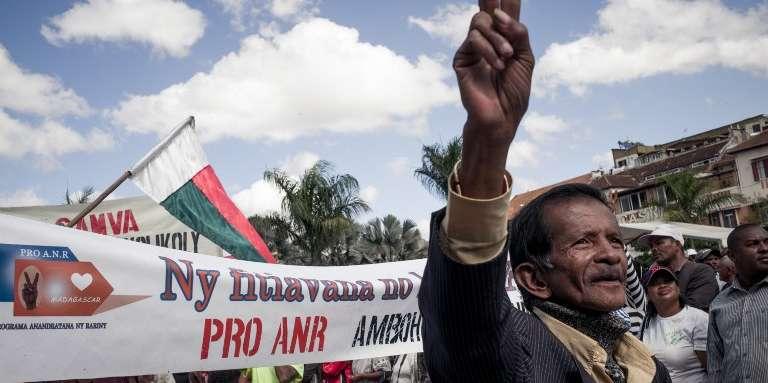 Manifestation de députés et de partisans de l'opposition demandant la démission du président malgache,Hery Rajaonarimampianina, à Antananarivo, le 26mai 2018.