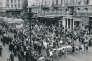 Le 31 mai 1968, le cortège gaulliste devant le grand magasin Super Baze, sur la Canebière.