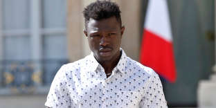 Mamoudou Gassama, 22, from Mali, leaves the Elysee Palace after his meeting with French President Emmanuel Macron, in Paris, France, May 28, 2018. Mamoudou Gassama living illegally in France is being honored by Macron for scaling an apartment building over the weekend to save a 4-year-old child dangling from a fifth-floor balcony. Thibault Camus/Pool via Reuters