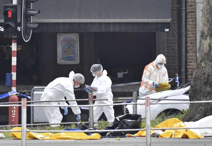 La police scientifique belge sur la scène de l'attaque qui a eu lieu dans le centre-ville de Liège, le 29mai 2018.