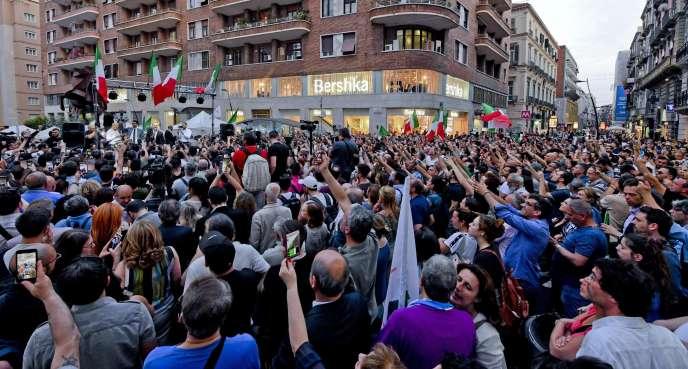 Pendant un discours de Luigi Di Maio ( Mouvement 5 étoiles), à Naples, le 29 mai 2018.