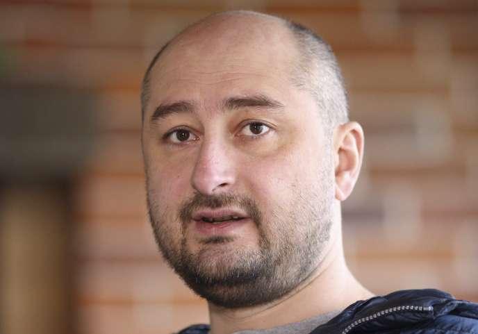 Le journaliste Arkadi Babtchenko lors d'une interview à Kiev (Ukraine), le 14 novembre 2017.