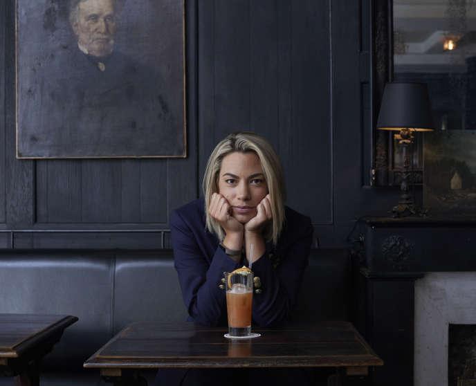 La journaliste de sport Anne-Laure Bonnet au café Le Hibou, Paris 6e, en mai 2018.