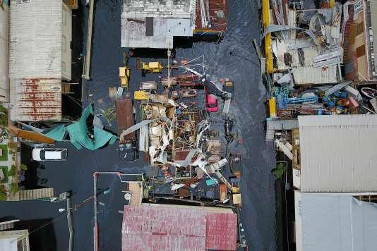 Le 22 septembre 2017, vue aérienne du quartier de Juana Matos après le passage de l'ouraganMaria sur la ville de Cataño à Puerto Rico.