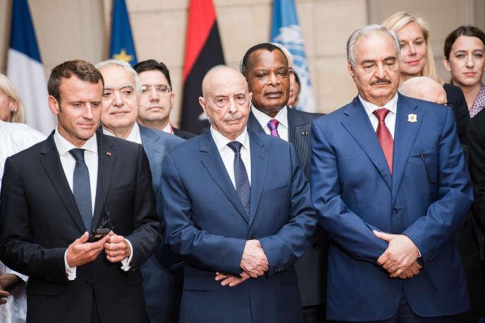 Emmanuel Macron,Ghassan Salamé, le chef de la mission des Nations unies pour la Libye, et le maréchal Khalifa Haftar, à l'Elysée, le 29 mai.