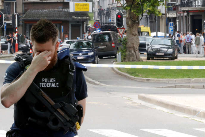 Un policier près des lieux de la fusillade à Liège, en Belgique, le 29 mai.