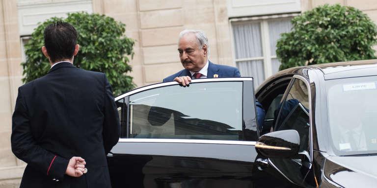Arrivée du maréchal Khalifa Haftar au palais de l'Elysée,pour une réunion internationale à l'initiative de la présidence française, sous l'égide de l'ONU, afin de «créer les conditions d'une sortie de crise» dans un pays toujours en plein chaos, sept ans après la chute et la mort du dictateur Mouammar Kadhafi.