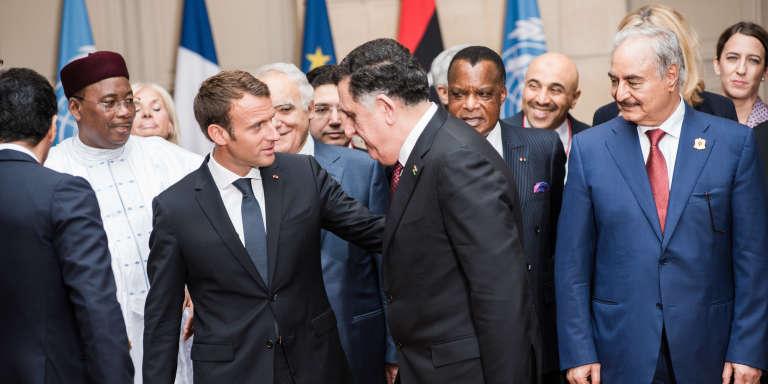 Emmanuel Macron avec Faïez Al-Sarraj et le maréchal Khalifa Haftar (à droite),à l'Elysée, le 29 mai 2018.