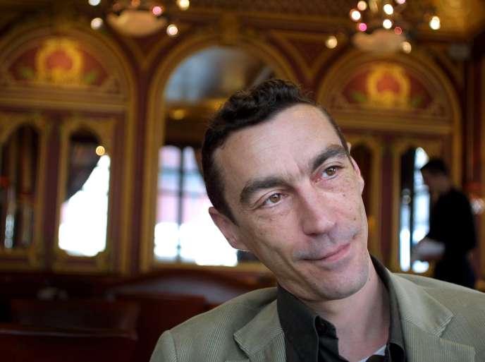 Hubert Mounier, le chanteur de L'Affaire Louis' Trio, à Lyon, en 2002.