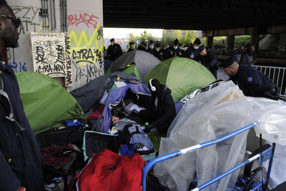 L'opération d'évacuation a débuté peu après 6heures, mercredi 30mai. Le campement du Millénaire, dans le 19earrondissement de Paris, était au cœur d'un bras de fer entre le gouvernement et la mairie de Paris, qui se renvoient la responsabilité de la gestion de ces campements de migrants.
