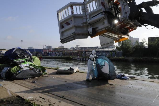 Evacuation du camp de migrants du Millénaire par les forces de l'ordre, le 30 mai 2018.