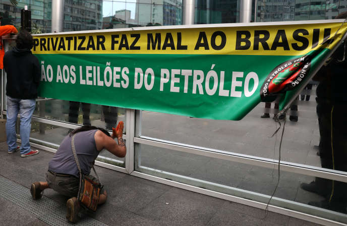 Des soutiens aux grévistes de Petrobras, le 30 mai à Rio de Janeiro.