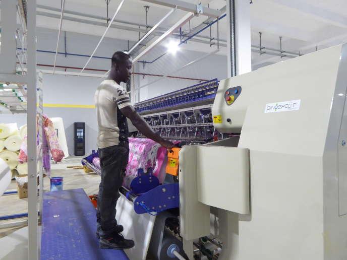 L'usine marocaine de literie Richbond, à Abidjan, le 10 mai.