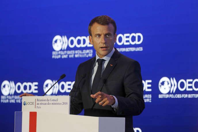 Le président français Emmanuel Macron prononce un discours lors la réunion annuelle du Conseil de l'OCDE au niveau des ministres, mercredi 30 mai,à Paris.