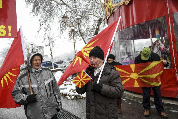 Des Macédoniens protestent contre le changement de nom de leur pays à Skopje, en mars2018.