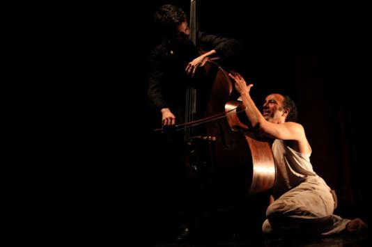 Marc Bollengier (contrebasse) et Rachid Akbal dans« Retour à Ithaque».