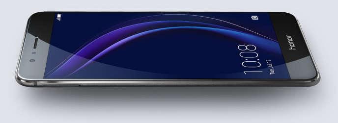 L'Honor 8, un smartphone populaire, fait partie des smartphones incriminés.