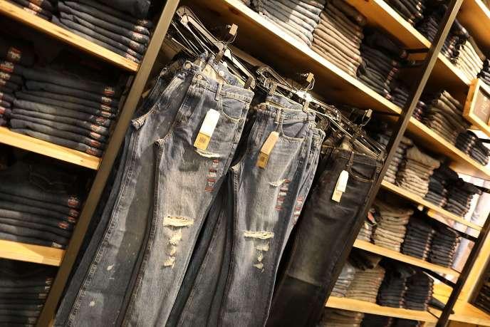 Les nouvelles taxes européennes s'appliqueront notamment aux importations de jeans.