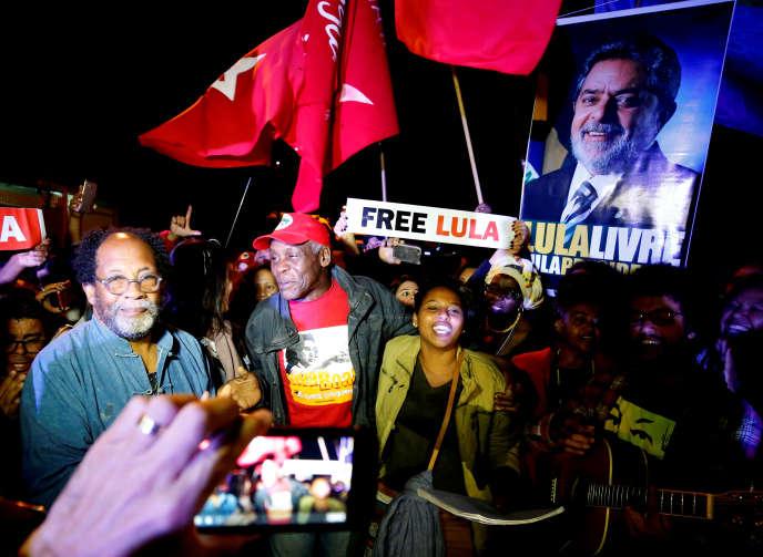 Lors d'un rassemblement demandant la libération de l'ex-président brésilien Lula, àCuritiba, le 30 mai.