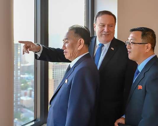 Le général nord-coréen Kim Yong-chol (à gauche), avec le secrétaire d'Etat américain Mike Pompeo, le 30 mai à New York.
