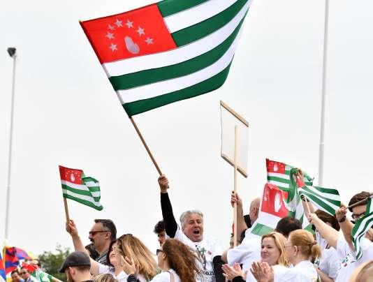 Supporteurs d'Abkhazie à Londres, où se joue la Coupe du monde de la Conifa de football.