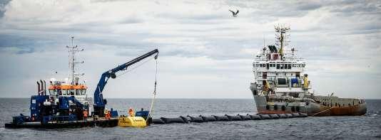 Le premier prototype d'Ocean Cleanup,au large de Scheveningen, aux Pays-Bas, en 2016.